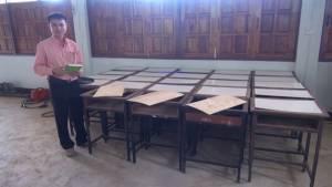 อนาถ! วอนผู้ใจบุญซื้อโต๊ะ-เก้าอี้บริจาคโรงเรียนขาดงบ ครูต้องใช้ทักษะช่างไม้แก้ขัด