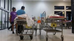 นร.หญิง ร.ร.กีฬาพิษณุโลกท้องเสีย-อ้วกพุ่ง ต้องหามส่งโรงพยาบาลกันระนาว คาดแพ้อาหาร