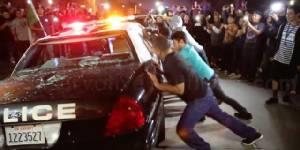 """กลุ่มต้าน """"ทรัมป์"""" โจมตีกลุ่มสนับสนุนในงานหาเสียงที่แคลิฟอร์เนีย"""