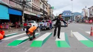 ทล.-ตร.ทำทางม้าลาย 3 มิติเหนือสุดในสยาม ดึงคนใช้แทนวิ่งข้ามเกาะกลางถนน