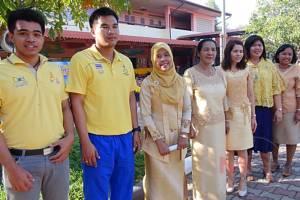โรงเรียนรางวัลพระราชทานหาดใหญ่พร้อมใจใส่เสื้อเหลือง แสดงความจงรักภักดีในหลวงและราชินี
