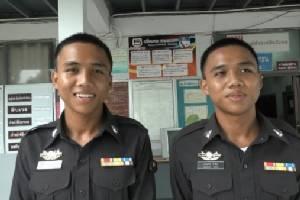 ฮือฮา! ตำรวจใหม่คู่แฝด สภ.ปัวเหมือนกันเด๊ะ จนทักผิดกันทั้งโรงพัก