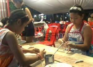 2 สาวน้อยยอดกตัญญูที่นครตรัง ช่วยงานตัวเป็นเกลียวในร้านโกปี๋พ่อแม่จนวาดฝันอนาคตได้ชัดเจน