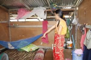 ฉวยจังหวะผัวไม่อยู่ หนุ่มหื่นบุกข่มขืนสาวกัมพูชาต่อหน้าลูกน้อยวัย 5 เดือนในแคมป์คนงานเพชรบุรี