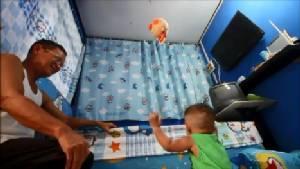 กระสุนปืนปริศนาตกใส่หลังคาบ้านชาวกรุงเก่าเด็ก 10 เดือนรอดหวุดหวิด