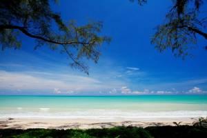 """""""หาดสน รีสอร์ท"""" ณ เขาหลัก ร่มรื่นริมหาดบางสัก พักสบายสไตล์เต็นท์วิลล่า"""