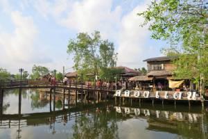 """เดินเล่นริมน้ำ ในตลาดสามคลอง สองเมือง ที่ """"ตลาดริมน้ำคลองแดน"""""""