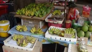 """""""กล้วยน้ำว้า"""" ตลาดสดเทศบาล 2 เมืองอ่างทองขาดตลาด แถมราคาแพงหวีละ 80 บาท"""
