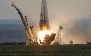 """ยาน """"โซยุซ"""" ที่ผ่านการอัปเกรดใหม่นำ 3 นักบินอวกาศเดินทางสู่สถานี ISS  (ชมคลิป)"""