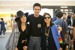 """ดาราดังตบท้าร่วมเปิดนิทรรศการ """"KAWS:BFF"""" ครั้งแรกในโลกที่ไทย"""