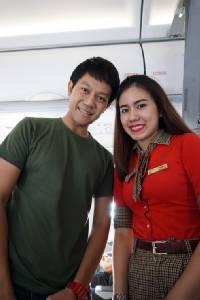 [สมุดโน้ตนักข่าว] - 1. เราพบสาวไทยอย่างบังเอิญบนเวียดเจ็ทแอร์.. Enjoy Flying!