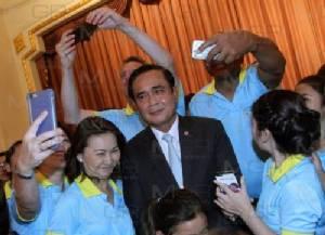 """""""บิ๊กตู่"""" ยกเด็กไทยในสหรัฐฯ เป็นทูตวัฒนธรรม ขอ ตปท.อย่าร่วมทะเลาะ หยอดรักมะกัน"""