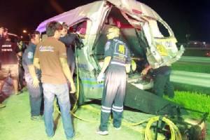 เกือบดับยกคัน รถตู้โดยสาร กรุงเทพฯ -พัทยา ถูกพ่วงบรรทุกปูนเสยเจ็บระนาว 16 ราย