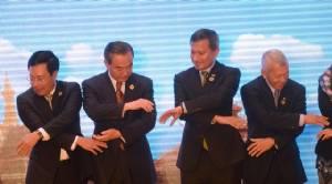 """""""จีน"""" ชนะหนุน """"กัมพูชา"""" ขวางอาเซียน จน """"แถลงการณ์ร่วม"""" ต้องงดเอ่ยศาลกรุงเฮกตัดสินให้ปักกิ่งแพ้"""