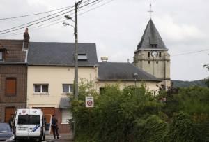 """""""ไอเอส"""" ยืนยันคนของตนโจมตี """"โบสถ์คาทอลิกฝรั่งเศส"""" ปาดคอฆ่าบาทหลวงวัย 84 ทางการวิตกจะเกิดเหตุแบบนี้ขึ้นอีก"""