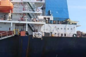 เจ้าหน้าที่บุกช่วยเหลือ 16 ลูกเรือต่างชาติ ถูกปล่อยลอยแพบนเรือสินค้าหลังเกาะสีชัง
