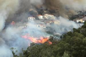 In Clips : ไฟป่ากระพือเล่นงานเกาะท่องเที่ยวโปรตุเกส คร่าแล้วหลายศพ-อพยพหนีกว่าพันคน