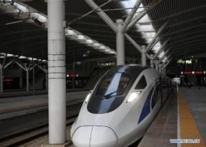"""ให้บริการแล้ว! รถไฟความเร็วสูงรุ่นต้นแบบ """"มาตรฐานจีน"""" เริ่มออกรับส่งผู้โดยสาร การรถไฟจีนฟุ้งเตรียมผลิตส่งขายทั่วโลก (ชมภาพ)"""