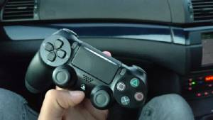 """หลุด """"DualShock 4"""" ดีไซน์ใหม่ เพิ่มไฟไลท์บาร์สองจุด"""