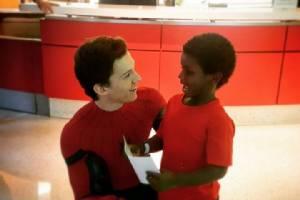 """ขอเป็นฮีโรในชีวิตจริง """"ทอม ฮอลล์แลนด์"""" สวมชุด """"ไอ้แมงมุม"""" เยี่ยมผู้ป่วยเด็ก"""