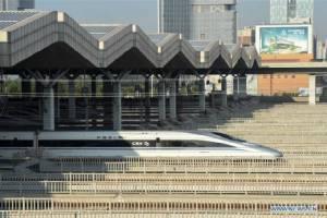จีนเปิดทางรถไฟความเร็วสูงเชื่อมสองภูมิภาค ดันระยะทางฯ พุ่งสองหมื่นกม. ยาวสุดในโลก (ชมภาพ)