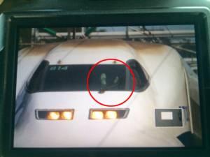 """ชิลเกิ้น! บ.รถไฟชินคันเซน สั่งพักงาน """"คนขับหนุ่ม"""" หลังถูกจับได้ว่ายกเท้าพาดกระจกหน้า ขณะซิ่ง 280 กม./ชม."""