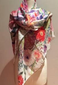 มอบความสุขพร้อมได้บุญ แค่อุดหนุนผ้าพันคอและการ์ดอวยพร ชุด Floral Medley