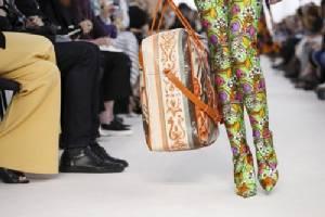 อิง สำเพ็ง! ต่อเนื่อง Balenciaga หอบถุงผ้านวมครองรันเวย์ Paris Fashion Week 2017