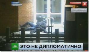 """InClip: ยิ่งกว่าฮอลลีวูดมาเอง!! วอยซ์ออฟอเมริกาแฉ """"2 จนท.สหรัฐฯ""""ถูกวางยาในรัสเซีย จนต้องหามส่งคลินิก แต่ไฟเกิดดับกะทันหัน เก็บตัวอย่างเนื้อเยื่อไม่สำเร็จ"""