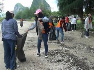 เก็บขยะทำความสะอาดชายหาดปากเมง ต้อนรับการท่องเที่ยวทะเลตรังเต็มรูปแบบ