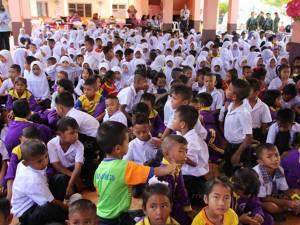 ทีมแพทย์ลงตรวจเยี่ยมนักเรียน-ครู โรงเรียนบ้านตาบา หลังพบเด็กมีความเสี่ยงด้านสุขภาพจิต