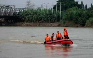 Seven teens missing after boat capsizes in Indonesia
