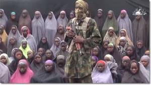"""ไนจีเรียประกาศ """"นักเรียนหญิงชิบอก 21 คน"""" ถูกก่อการร้ายโบโกฮารัมปล่อยตัวแล้ว"""