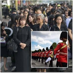"""InPics : สื่อนอกรายงาน ประเทศไทยเริ่มต้นปีแห่งการไว้ทุกข์หลังรัชกาลที่ 9 สวรรคต ทุกหนทุกแห่งกลายเป็นสีดำ นักลงทุนไม่ตื่น """"ตลาดหลักทรัพย์-ค่าเงินบาทกระโดด"""""""
