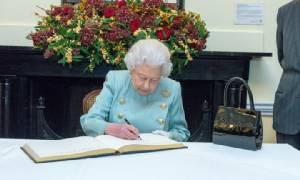 """""""ควีนเอลิซาเบธที่ 2"""" ส่งพระราชสาส์นส่วนพระองค์ถึง """"พระราชินี"""" ราชวงศ์ยุโรปร่วมอาลัยพระเจ้าอยู่หัวในพระบรมโกศ"""
