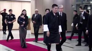 กษัตริย์จิกมีแห่งภูฏาน เสด็จถึงไทย เตรียมเข้าถวายสักการะพระบรมศพ