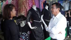 ผู้ว่าฯ ศรีสะเกษตรวจเข้มชุดแต่งกายไว้ทุกข์เสื้อสีดำ-รพ.ตั้งโรงทานถวายเป็นพระราชกุศล