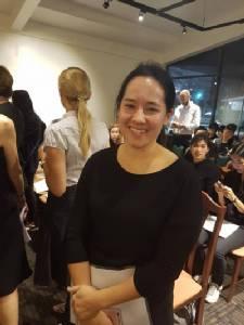 """คุณ """"พลอยไพลิน เจนเซ่น"""" ทรงร่วมซ้อมคอรัส """"เพลงสรรเสริญพระบารมี"""" เผยสถิติโลกการขับร้องหมู่สูงสุดอยู่ที่ 250,000 คน ลุ้นคนไทยร่วมทำลาย"""