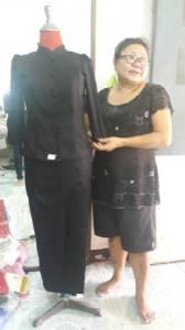 ออเดอร์ทะลัก! คนพัทยาแห่ตัดชุดไทยจิตรลดาสีดำ สวมใส่ร่วมแสดงความอาลัยพ่อหลวง ร.9