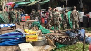 หน.อุทยานฯ นำกำลังจัดระเบียบร้านค้าหน้าวัดพระธาตุดอยสุเทพ รื้อถอนทัศนอุจาดกว่า 20 ราย