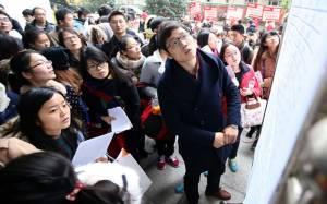 """สุดอึ้ง! ชาวจีนเกือบหมื่นคนแห่ส่งใบสมัครแย่งงาน """"พนง.ต้อนรับ"""" 1 ตำแหน่ง"""