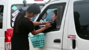 รถตู้พัทยาทำความดี รับส่งชาวบ้านเดินทางเข้ากรุงเทพฯ สักการะพ่อหลวงฟรีไม่มีค่าใช้จ่าย