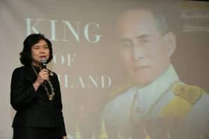 สตรีอาเซียนยืนไว้อาลัยพร้อมร้องเพลงสรรเสริญพระบารมี น้อมรำลึกพระมหากรุณาธิคุณ ในหลวงรัชกาลที่ ๙