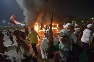 ชุมนุมไล่ผู้ว่าฯจาการ์ตานองเลือดตายแล้ว1 ชาวมุสลิมนับแสนรวมตัว แค้นดูหมิ่นพระคัมภีร์อัลกุรอาน