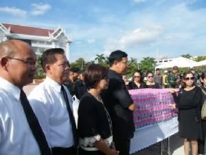 ออกเดินทางแล้วชาวมุกดาหาร 816 คน มุ่งหน้ากราบพระบรมศพในหลวง