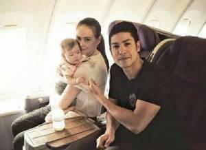 """""""ภูริ - แอน"""" ตื่นเต้นพาลูกสาว """"น้องริชา"""" ขึ้นเครื่องบินครั้งแรก"""