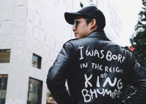 """หล่อข้ามประเทศเมื่อ """"กอล์ฟ พิชญะ"""" ใส่เสื้อ I was born in the reign of  King Bhumibol เที่ยวญี่ปุ่น"""