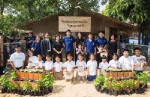 """ตามรอยพ่อหลวง ร.9 """"นุ่น - ต๊อด"""" เปิดโครงการ 100 โรงเรียนเกษตรพอเพียง"""
