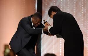 """ฮอลลีวูดขอคารวะ! """"เฉินหลง"""" รับรางวัลออสการ์เกียรติยศอย่างยิ่งใหญ่"""