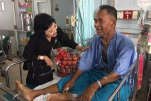 """""""หมวดวิชัย"""" นักปลูกต้นไม้ชื่อดังไทยอาการป่วยเริ่มดีขึ้น แพทย์รอดูอาการอีก 5 วัน"""